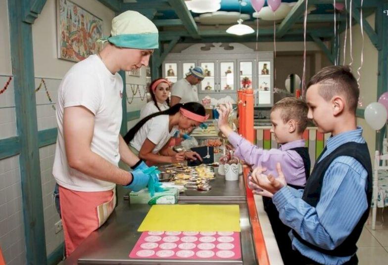 День Рождения с выездной программой «Домашняя фабрика карамели»