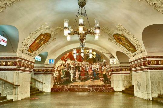 День Рождения с квестом в Московском метро «Красота, спрятанная под землей»