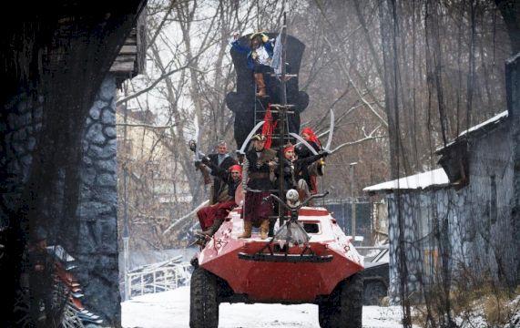 Новогодняя елка каскадеров