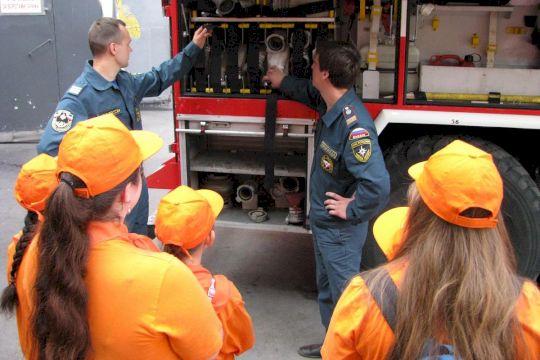 Учебный центр МЧС: В гости к пожарным