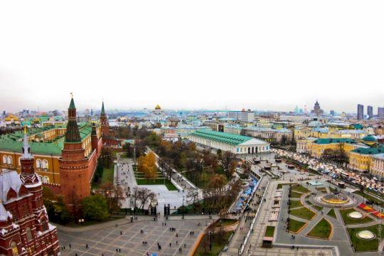 По историческому центру Москвы