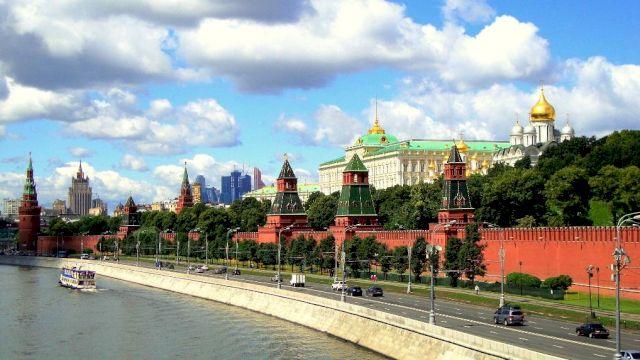 Индивидуальная прогулка на катере по Москве-реке «По волнам на Bentley!»