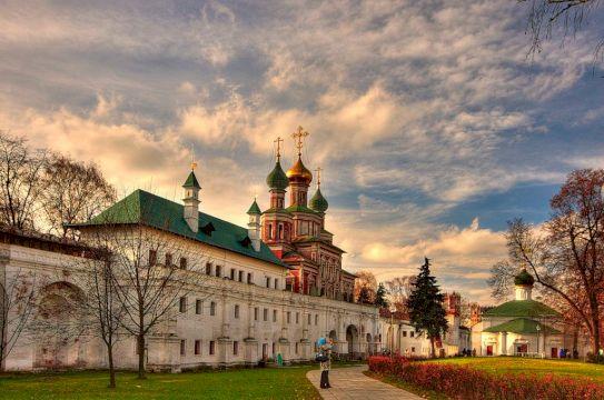 Новодевичий монастырь и кладбище: истории и тайны