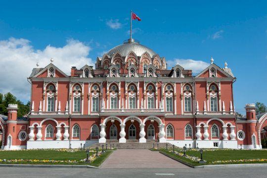 Блеск и роскошь Петровского путевого дворца